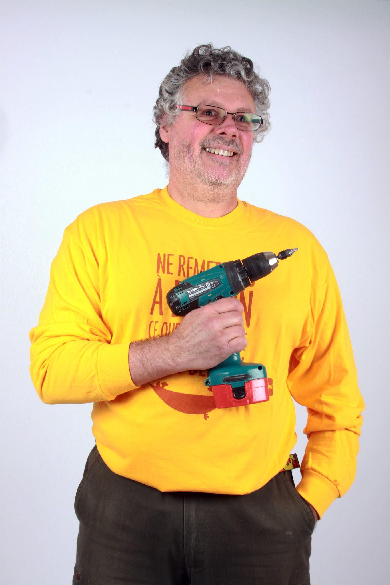 Xavier Moret, créateur des des meubles de moule à gaufres